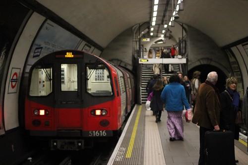 Clapham Common Underground Station ( 4 ) . December-2014 .