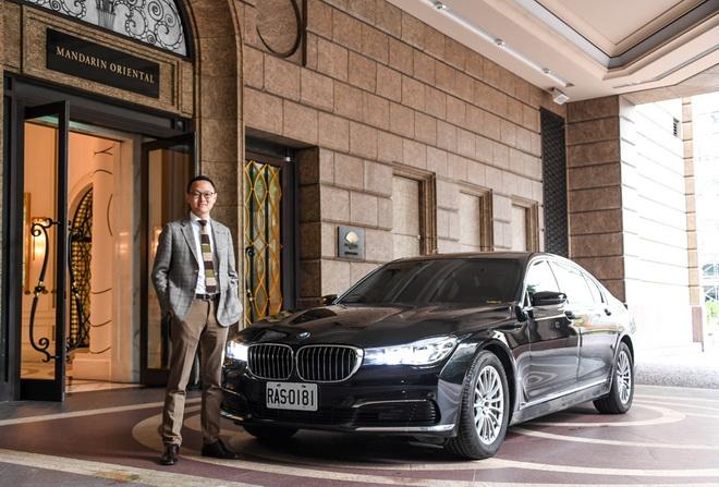 [新聞照片三]BMW大7系列為數字王國執行長謝安訪台指定座車(商周集團提供)