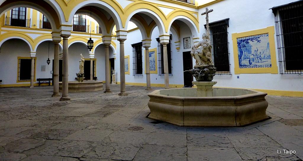 Sevilla Patio Del Hospital De La Caridad Con Las Fuentes
