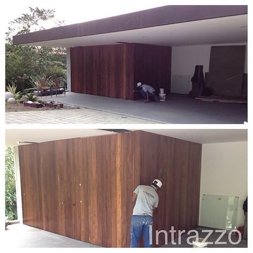 Ingreso principal enchap pared y puertas en zapan by www for Puerta de ingreso principal