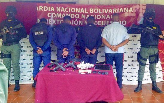 4 policías son arrestados por sembrar evidencias para extorsionar a detenidos