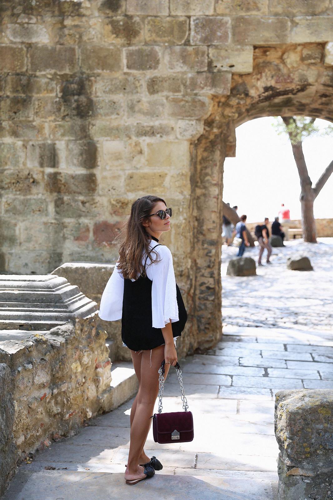 Jessie Chanes Seams for a desire Lisboa Parfois Black Lace Top-9