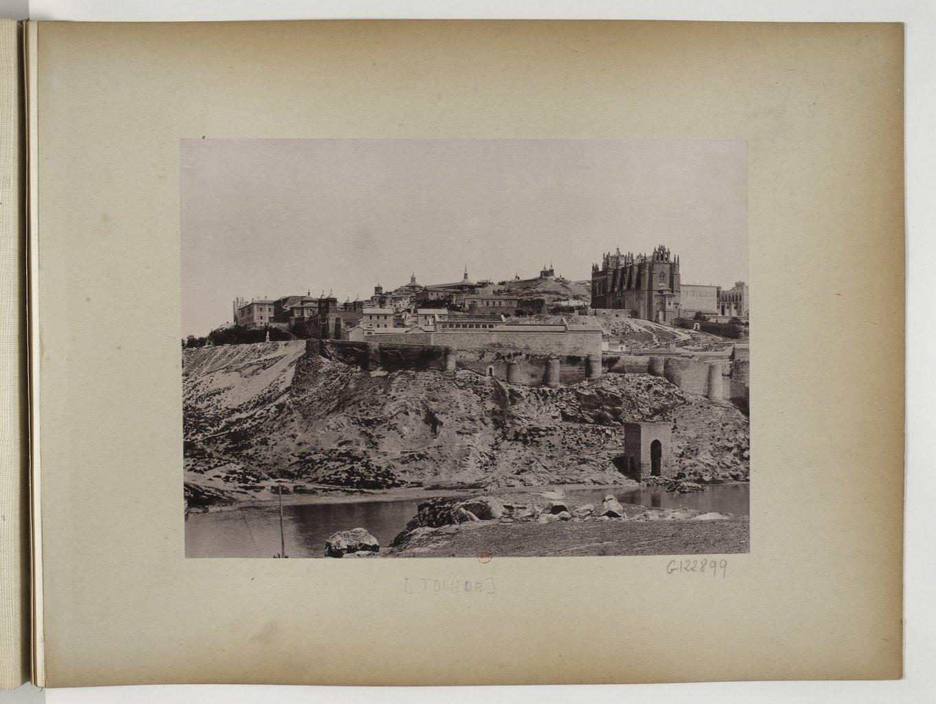 Toledo visto desde el barrio de Solanilla-Olivilla hacia 1897. Fotografía de Rafael Garzón.  Bibliothèque Nationale de France