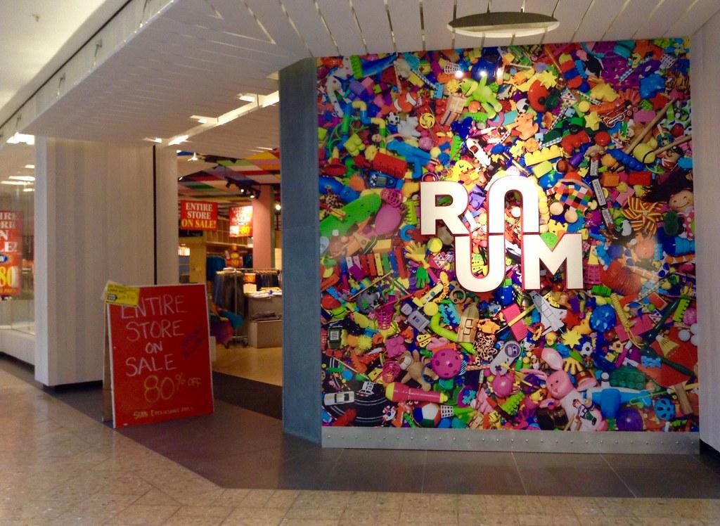 Ruum clothing store