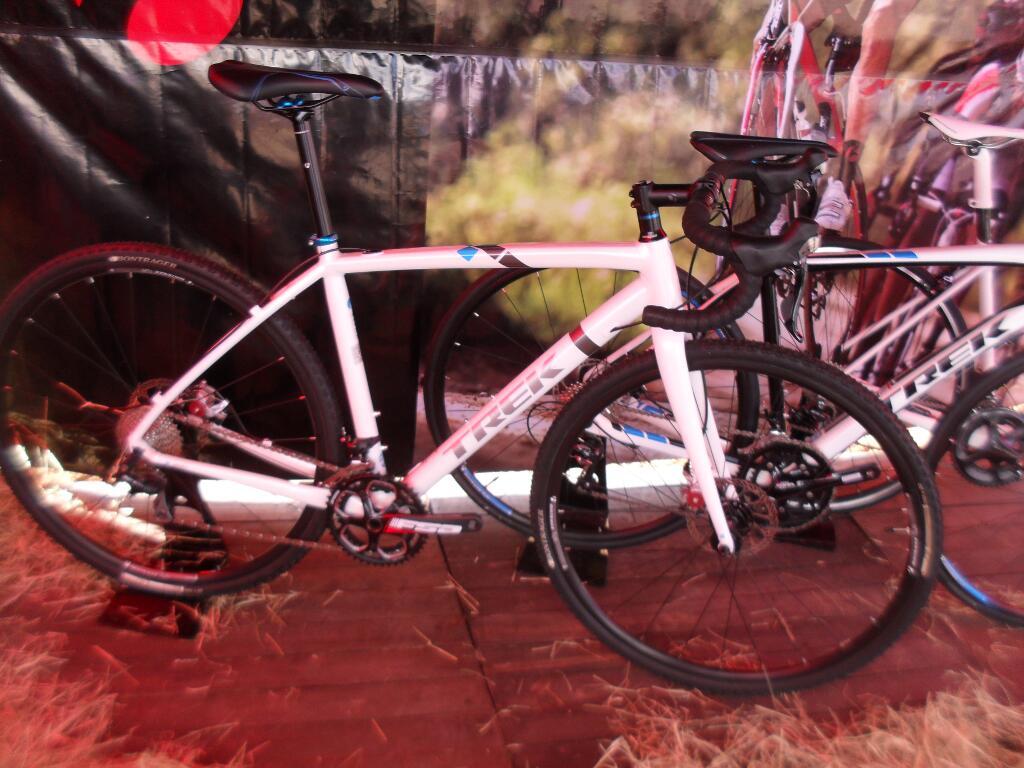 No stand de produtos da Trek estava essa belezinha, para Ciclo-cross