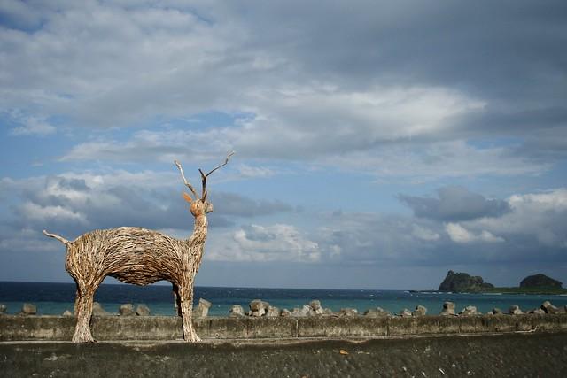 比西里岸漂流木羊望向三仙台。圖片來源:台灣環境資訊協會。