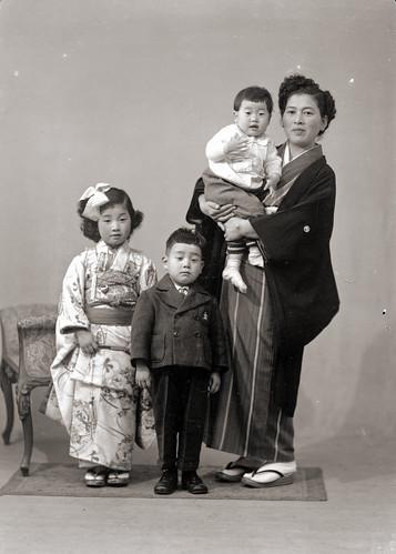 japanese family  women in kimono