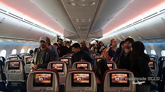 LAN B787-9 pasajeros embarcando (RD)