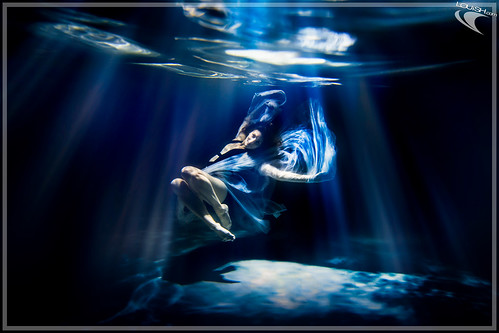 Women Underwater | by Louish Pixel