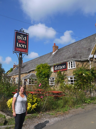 The Red Lion, Hellidon