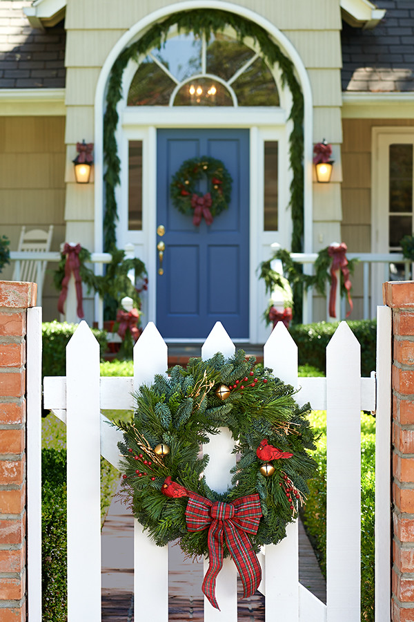 Front Gate Of White Picket Fence With Pine Cutting Wreath Flickr
