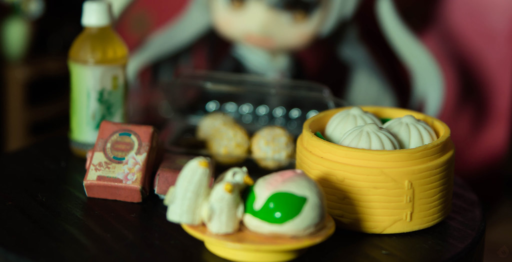 That's fine, can I have some moon cakes now? The box is so cute *w*