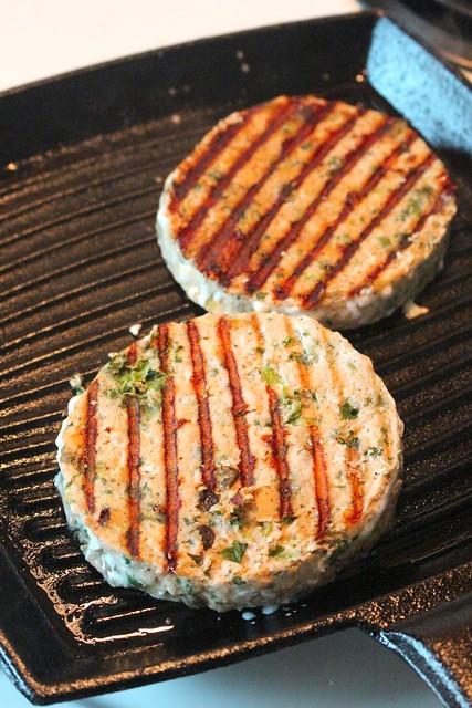 PC Loads Of Spinach Parmesan Atlantic Salmon Burgers & PC Sriracha Mayo Sandwich Spread