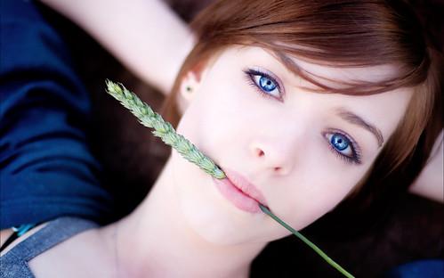 beautiful-girl-with-deep-blue-eyes-lying-wheat-stem-3840x2400-wide-wallpapers.net