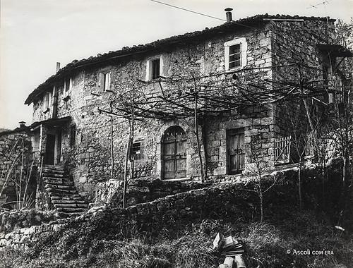 Ascoli com 39 era una casa colonica in frazione san pietro for Piani di una casa colonica