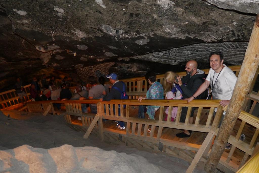 Bajando hacia el interior de las minas de sal de Cracovia
