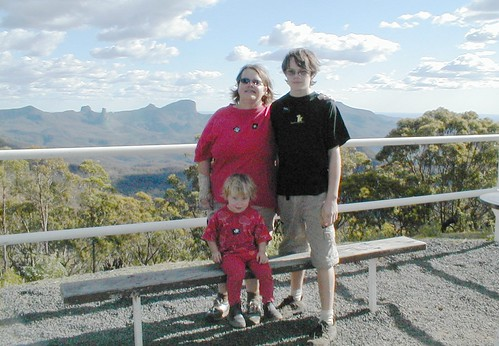 Helen Erin And Tarryn At Siding Springs Observatory 20030