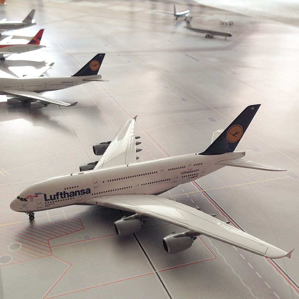 airbus a380 800 lufthansa lufthansa lh phoenixmodels. Black Bedroom Furniture Sets. Home Design Ideas