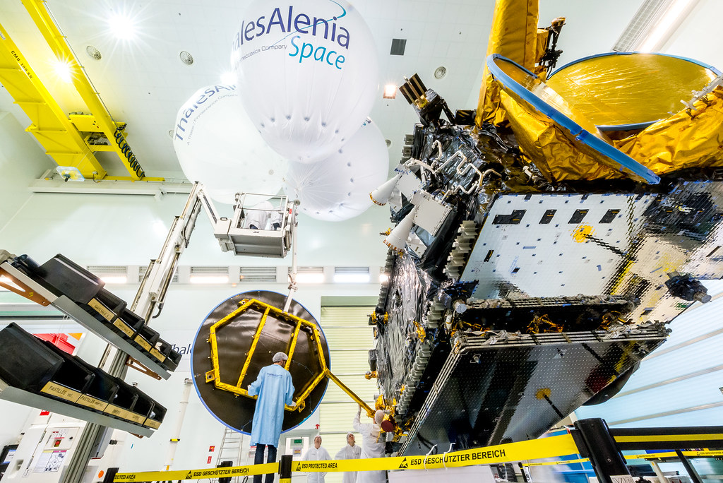 Reflectors integration on the EUTELSAT 8 West B satellite … | Flickr