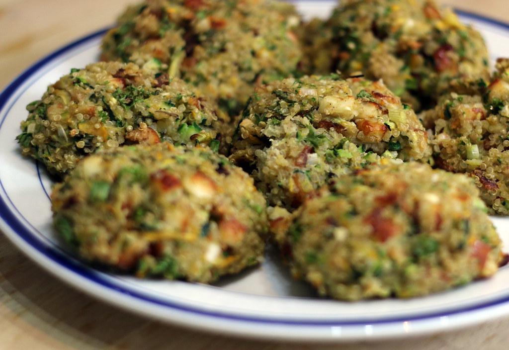 Courgette, quinoa & halloumi burgers on plate