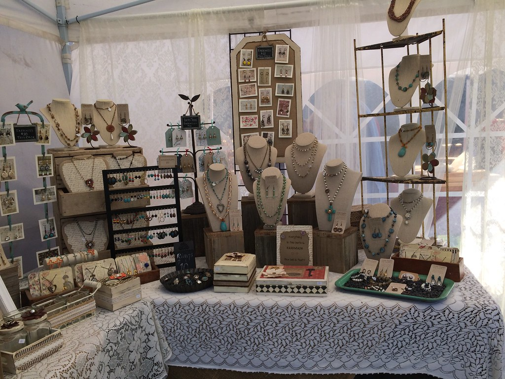 Linda taylor designs 2014 outdoor display lacytaylor for Display necklaces craft fair
