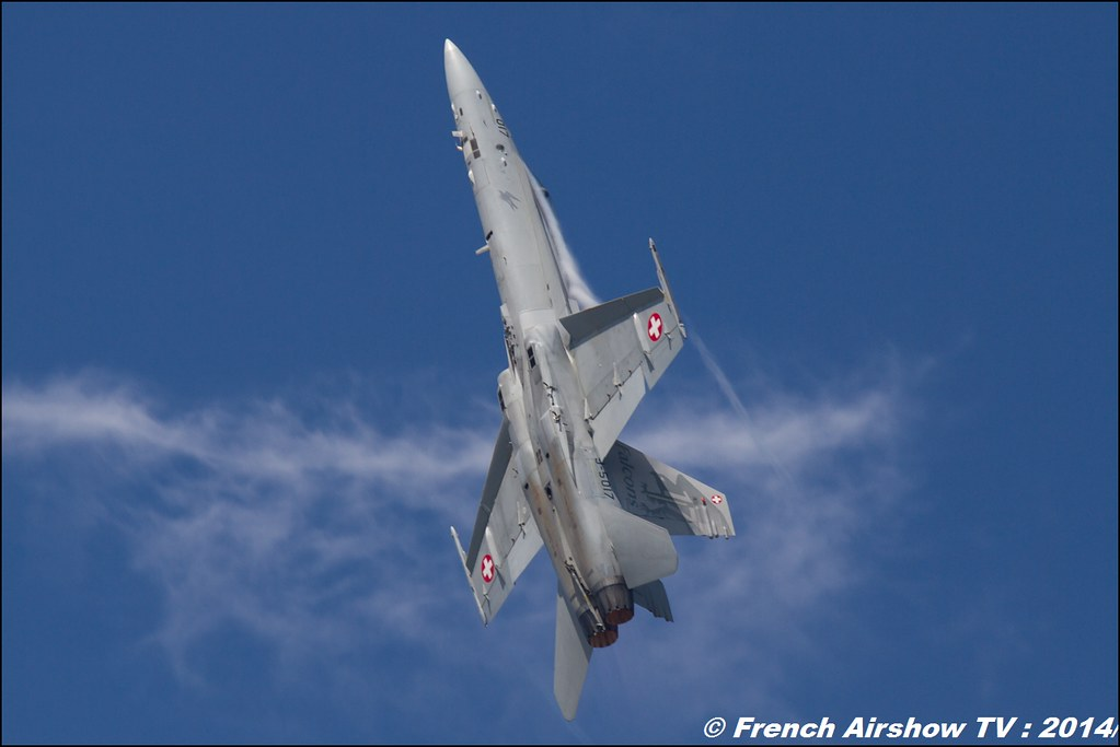 F/A 18 Hornet Solo Display Swiss Hornet Display Team AIR14 Payerne 2014 Canon Sigma France contemporary lens