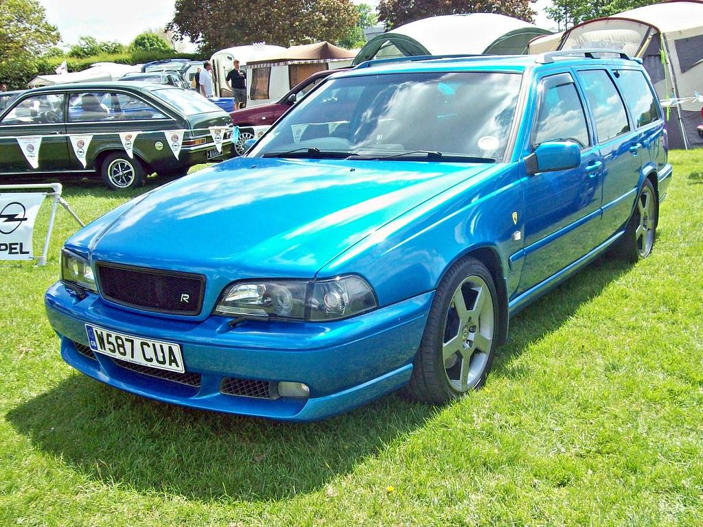 ... robertknight16 592 Volvo V70R AWD (2nd Gen.) (2000)   by robertknight16