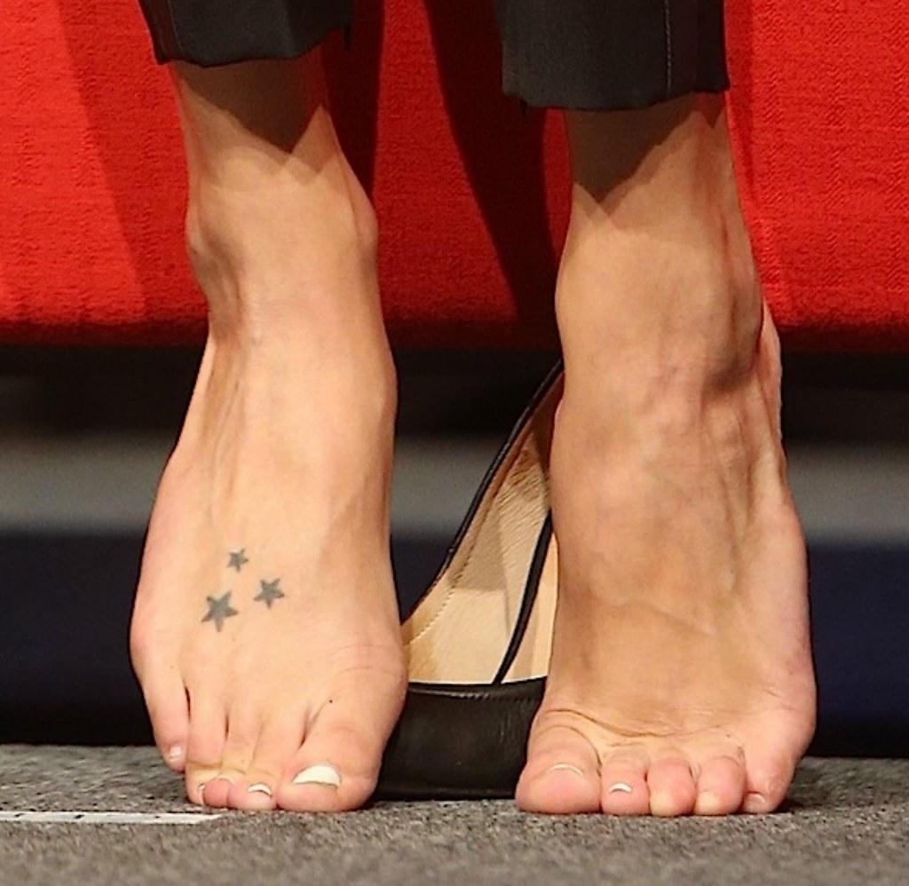 Katie cassidy feet