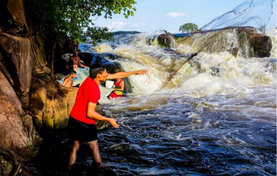 Así estan mitigando el hambre muchos Guayaneses en la actualidad (Increible)