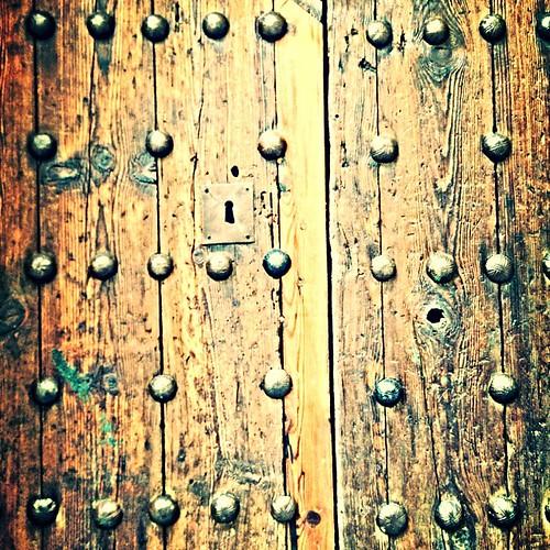 Una puerta que se cierra otro camino a seguir toledo for Puerta que se cierra sola