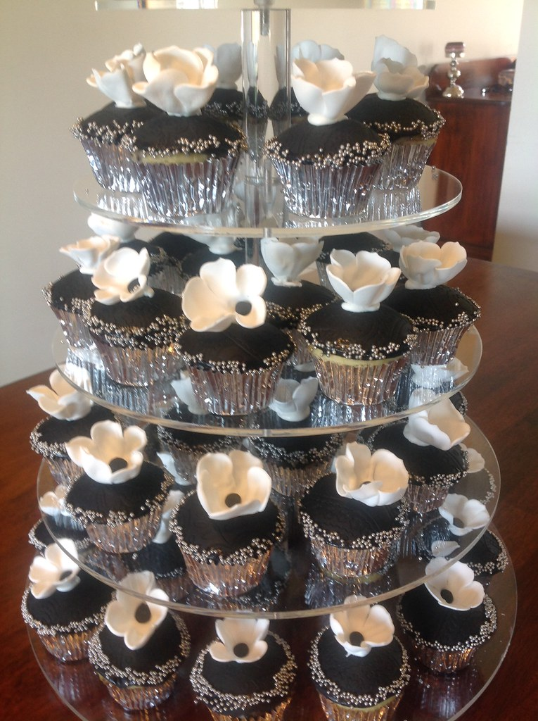 Black White And Silver Birthday Cake Cupcakes For 18th Flickr