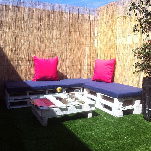 http://bit.ly/1pE1vNI | Por fin ya esta lista!! Desayuno en la nueva terracita 😊 #valencia #vlc #terraza #palets #sun #sunny #caloret #mueblesconpalets #bricomania