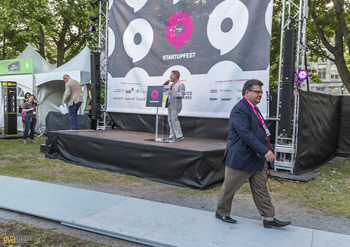 denis coderre photobombs startupfest 01 | by Eva Blue