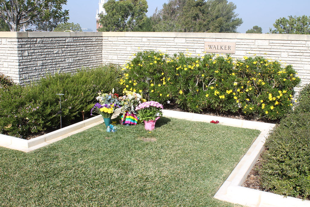 Grave of Paul Walker | Forest Lawn Memorial Park (Hollywood … | Flickr
