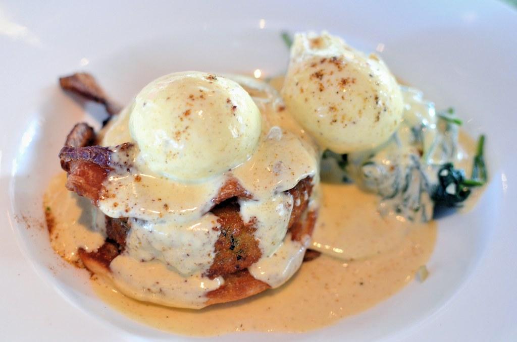 Pictures Of Crab Cake Benedict