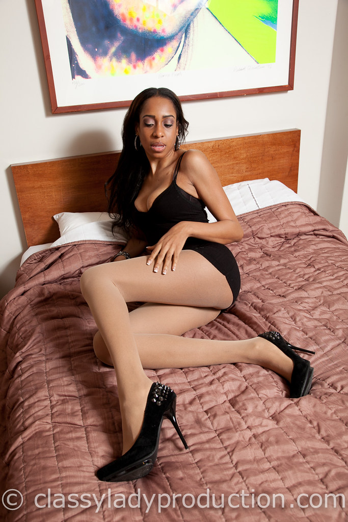 Heel And Nylons  Ebony Woman In Heels And Pantyhose -6073