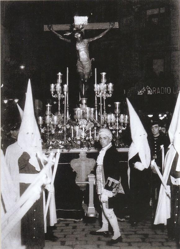 Cristo de las Aguas en una procesión de Semana Santa durante la II República. Colección Luis Alba.