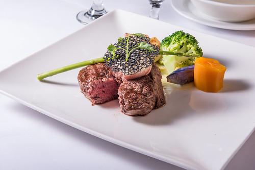 高雄50年牛排老店,新國際西餐廳堅持的傳統美味料理 (17)低溫烹調紐西蘭菲力牛排