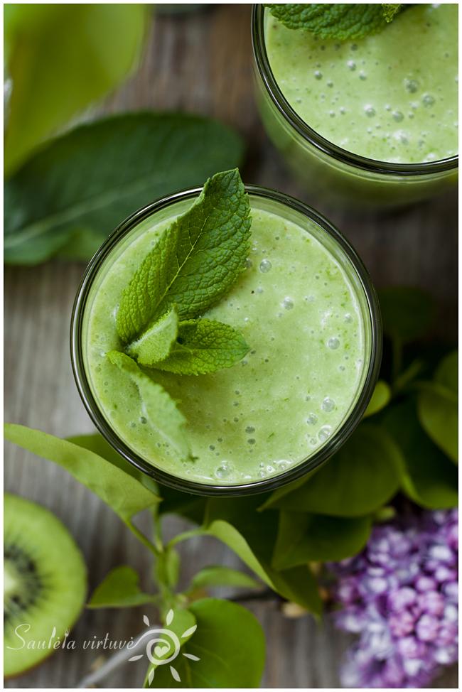 Žaliasis trintų vaisių ir špinatų kokteilis (2)