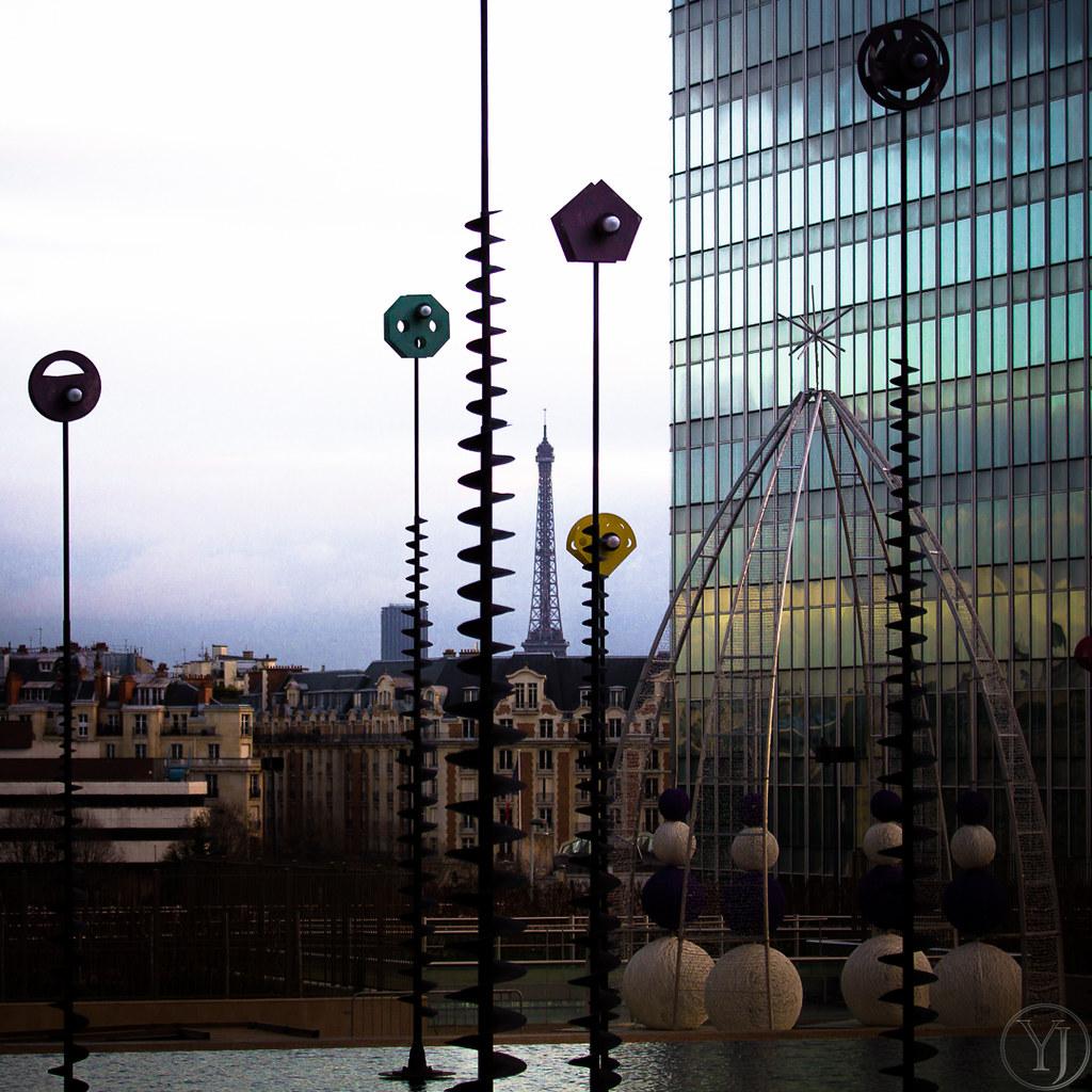 The eiffel tower from la defense in paris france the - Amenagement bassin poisson boulogne billancourt ...