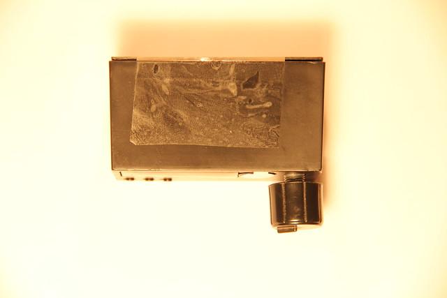 Устройство упаковано в корпус (вид сверху)