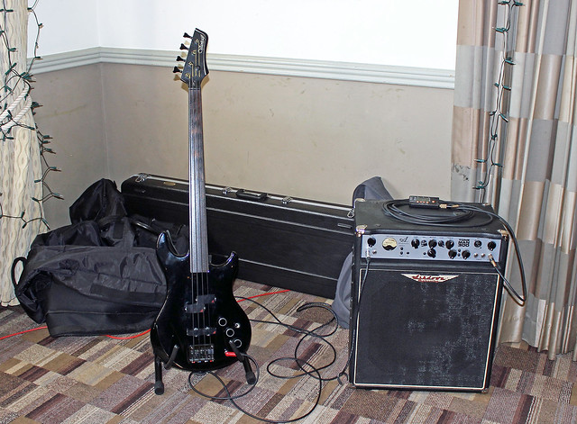 SpondonBassed brought a fretless rig