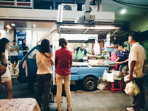Food truck at Bangkok | by Tran Dat