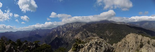 Au sommet 1122m de Punta Mozza : panoramique vers Bavedda (photo Olivier Hespel)