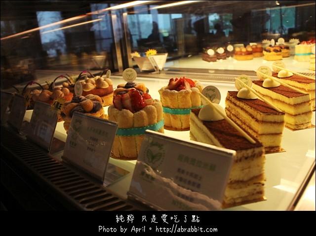 台中甜點|蝴蝶橋甜點美食莊園Cuisine–小木屋裡頭的甜點好誘人@北屯區