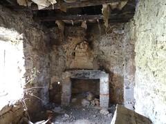 Bergerie du castellu : cheminée2 RDC à l'intérieur