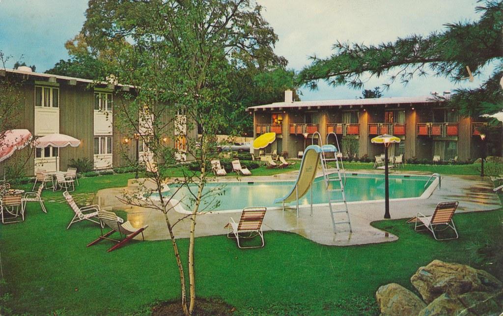 Paradise Motor Inn and Restaurant - Bennington, Vermont