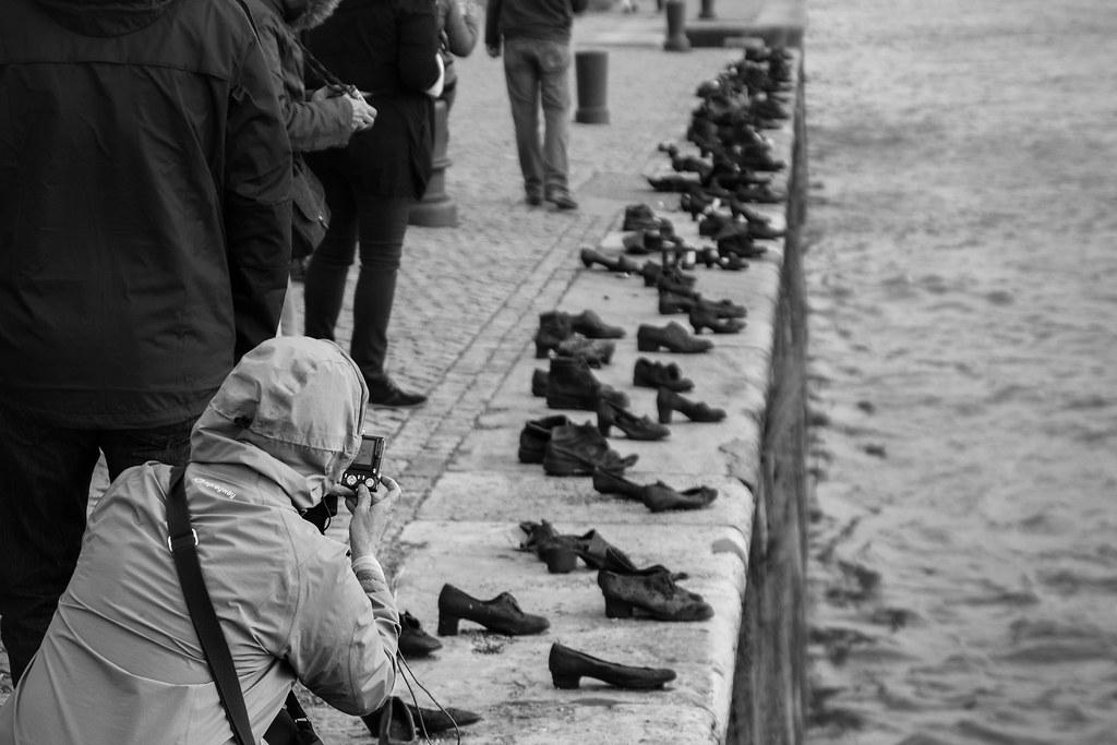 Schuhe Am Donauufer Budapest Ungarn Curt Bauer Flickr