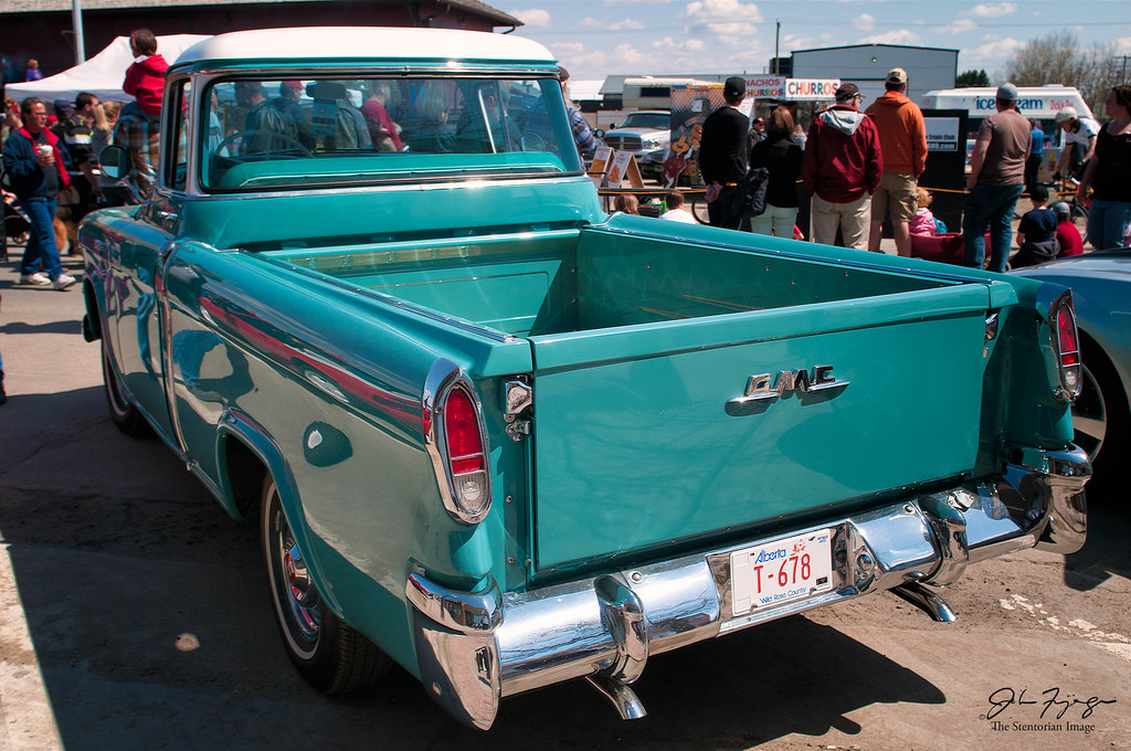 GMC Carrier Pickup