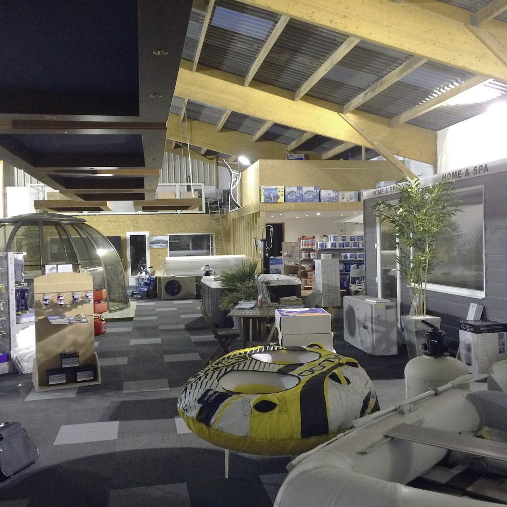 Interieur magasin - Normandie Espace Piscine 4 | Piscines Hydro Sud ...